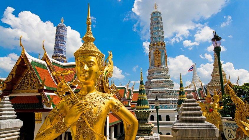 Escultura de buda en el gran palacio bangkok