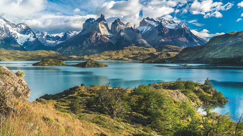 Lago Azul Montañas Nevadas