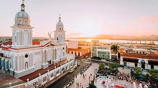 Santiago e Isla de Pascua
